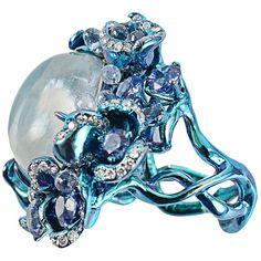ARUNASHI Moonstone ring (€35.005) found on Polyvore featuring jewelry, rings, blue, moonstone jewelry, arunashi, blue band ring, blue jewelry and twist jewelry