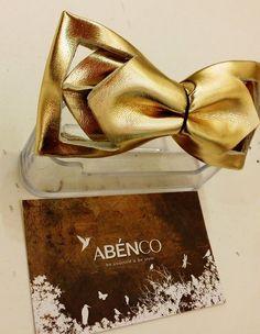 蝴蝶結的設計由台灣ABENCO時裝店