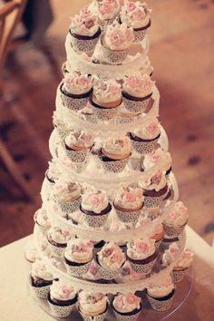 Love, love, love this cupcake display! yum weddingideas Blue Ivy