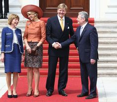 Queen Maxima Photos - (L-R) Daniela Schadt, Queen Maxima of The Netherlands, King Willem-Alexander of The Netherlands and Joachim Gauck at Bellevue Palace on June 2013 in Berlin, Germany. - King Willem-Alexander Meets with Joachim Gauck Crown Princess Victoria, Crown Princess Mary, Joachim Gauck, Visit Germany, Berlin Germany, Dutch Royalty, Three Daughters, Princess Madeleine, Queen Maxima