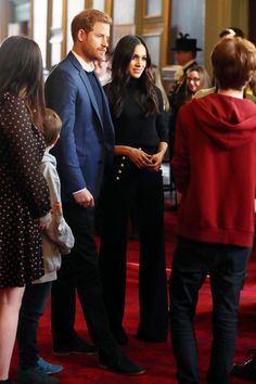 Meghan Markle and Prince Harry Visit Holyroodhouse in Edinburgh | PEOPLE.com