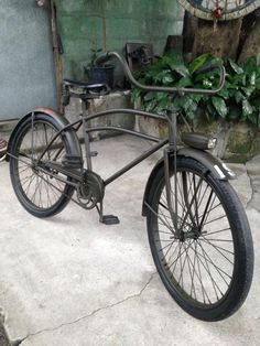 Dayton huffman US military bicycle Old Bicycle, Old Bikes, Vintage Cycles, Vintage Bikes, Cruiser Bike Accessories, Cruiser Bikes, Joy Ride, Pedal Cars, Mopeds