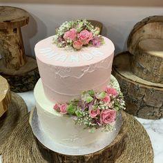 tarta bicolor buttercream paleteada  y deco floral