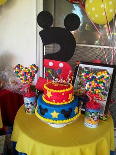 Mickey Mouse Cake and topiaries #mickeymouse #cake