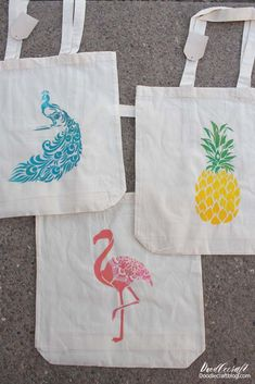 Make the perfect tropical tote bags using stencils and paint! Make the stencils yourself with the Cricut!