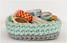 cesta de trapillo con base cuadrada Sweet Home Design, Cotton Cord, T Shirt Yarn, Baskets On Wall, Crotchet, Baby Shoes, Knitting, Pattern, Crafts