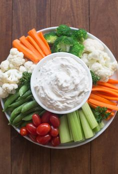 Easy Vegetable Dip made with just 4 simple ingredients! Serve it with your favorite fresh, raw vegetables for a great appetizer or side dish. Easy Vegetable Dip Recipe, Knorr Vegetable Dip, Vegetable Appetizers, Healthy Appetizers, Appetizer Recipes, Healthy Snacks, Party Appetizers, Knorr Veggie Dip Recipe, Veggie Platters