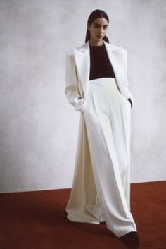 Khaite Resort 2020 Fashion Show Collection: See the complete Khaite Resort 2020 collection. Look 6 Fashion 2020, Look Fashion, High Fashion, Fashion Brands, Bridal Jumpsuit, Style Casual, Fashion Show Collection, Look Chic, Pulls