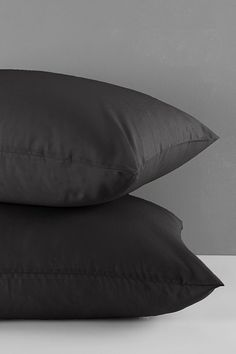 This pillowcase 2 pack is made from high quality 200 thread count. Cotton percale is made from natural fabric and is breathable and durable. Bedroom Size, Bedroom Bed, Bedding Shop, Linen Bedding, Bed Wrap, Great Lengths, Flat Sheets, Counting, Bed Pillows