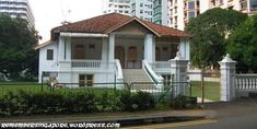 The grand mansions and villas of yesteryear might not match the likes of the modern houses owned by the rich and famous today at Nassim Road, Ridley Park, Bukit Timah or Sentosa Cove, but they cert… Abandoned Buildings, Abandoned Places, Modern Mansion, Modern Houses, Family Resorts, Seaside Resort, British Colonial, White Houses, Architecture Design