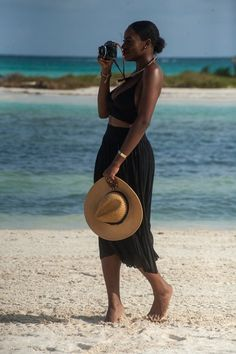 This stunning Nigerian native runs a style and travel blog by her own name, Asiyami Gold, on which you will find numerous photos of Asiyami modeling her impeccable styles throughout her travels.