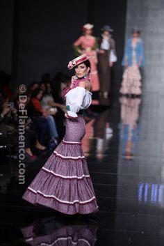 Fotografías Moda Flamenca - Simof 2014 - Aldebaran 'Vamos pa lante' Simof 2014 - Foto 03 Flamenco Dresses, Mantilla Veil, Lace Dress Styles, Spanish Fashion, Types Of Skirts, High Fashion, Womens Fashion, Dress Patterns, Beautiful Dresses