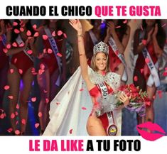 meme ok chicas mujer reina de belleza con flores sonrie Funny Animal Videos, Funny Animals, Mexican Memes, Spanish Humor, Funny Times, Can't Stop Laughing, Pretty Woman, Jokes, Entertaining