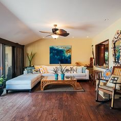 The McBryde House in Kahala has been in Sharon's family for over fifty years. Tasteful renovations and some kitschy accent pieces nod towards the home's tiki bar in the 70's. Painting by @bettymartinworks. Photo by Aaron Yoshino. #hawaiihomemag #ossipoff #kahala #kitsch