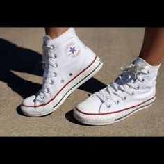 Shop Women's Converse White size 8 Sneakers at a discounted price at Poshmark. Description: Perfect condition, worn once white converse high tops. Size 6 men 8 women, make an offer! How To Wear White Converse, White High Top Sneakers, White High Top Converse, White High Tops, Red High, Classic Sneakers, Cute Shoes, Me Too Shoes, Just Girly Things