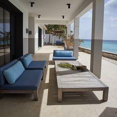 Caribbean beach villa 72 and Sunny with GIJS loveseat and ANNET coffee table, Studio Piet Boon Patio Interior, Farmhouse Interior, Office Interior Design, Best Interior, Exterior Design, Outdoor Lounge, Outdoor Spaces, Outdoor Living, Villas