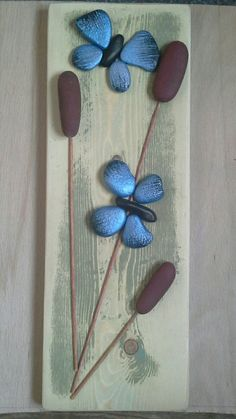 Rock butterflies - Decoration Fireplace Garden art ideas Home accessories Stone Crafts, Rock Crafts, Crafts To Make, Arts And Crafts, Pebble Painting, Pebble Art, Stone Painting, Painted Rocks Craft, Painted Pebbles
