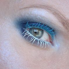 Editorial eye make up look. Blue mascara, white mascara, blue highlighter, smokey navy eye make up. Dramatic beauty. Winter inspired make up. Frosty highlighter. #talontedlex