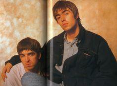 Noel and Liam Noel Gallagher Young, Gene Gallagher, Lennon Gallagher, Liam Gallagher Oasis, Liam And Noel, Oasis Band, Boy Celebrities, Britpop, Best Rock