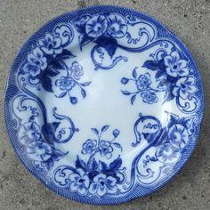 Formidable Assiette Creil Montereau service FLORA 21.5cm Flora, 21st, Blue And White, Plates, Blue Chinaware, Board, Licence Plates, Dishes, Griddles