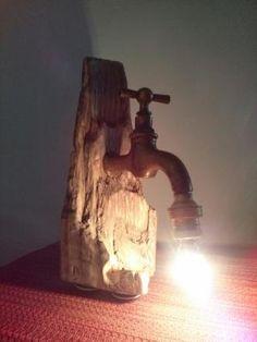 Lámpara de mesa tronco. Madera tratada con antiguo grifo y portalámparas antiguo. Cable trenzado blanco de algodón. 40€  - SOLD- VENDIDO