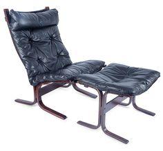 Fotel Siesta proj. Ingmar Anton Relling, 1965 r. konstrukcja drewniana, obicie skórzane; wys. 98 cm, szer. 65 cm Estymacja: 2 300 - 2 600 zł