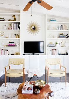 Via Smitten (Hither & Thither: Built-In Ikea Hacks).Sarah Sherman Samuel used Ikea kitchen cabinets to form the base of her built-in living room shelving. Home Living Room, Living Room Decor, Living Spaces, Small Living, Living Area, Cozy Living, Modern Living, Studio Living, Diy Built In Shelves