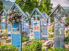 Merry Cemetery of Sapanta, Spanien Places To Travel, Places To Visit, Dracula Castle, Carpathian Mountains, Medieval Castle, Cross Paintings, Bucharest, Amusement Park, Eastern Europe