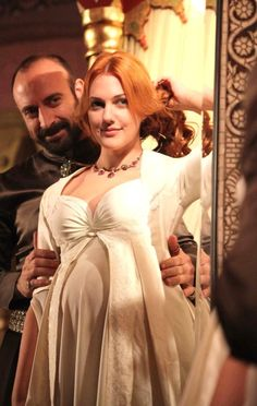Discovered by Find images and videos about muhteşem yüzyıl, magnificent century and hurrem sultan on We Heart It - the app to get lost in what you love. Sultan Pictures, Sultan Suleyman, Meryem Uzerli, Concept Clothing, Kosem Sultan, Princess Aesthetic, Korean Couple, Turkish Beauty, Fashion Tv