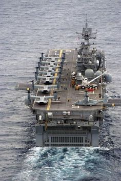 Stern view of the U. Navy Wasp Class Amphibious Assault Ship USS Bataan (LHD with several Osprey on the flight d Navy Aircraft, Military Aircraft, Osprey Aircraft, Cruisers, Bataan, Us Navy Ships, Naval, Navy Marine, Us Marines