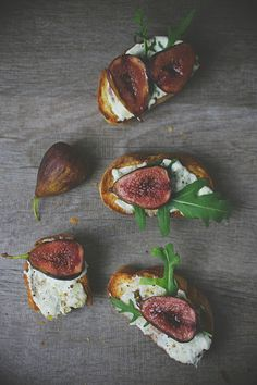 Crostini with Gorgonzola and Red Wine Figs
