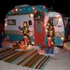 25 Creative Christmas Ideas for Camper Decoration Retro Campers, Rv Campers, Camper Trailers, Happy Campers, Vintage Campers, Retro Trailers, Tiny Trailers, Camper Life, Diy Camper