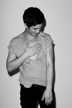 Logan Lerman Shirtless | Logan Lerman (almost) Shirtless!