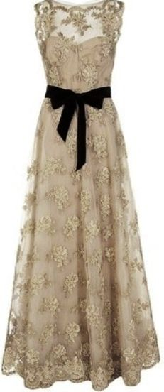 Vintage dress  - At first glance, nothing too inspiring for me. But after looking at it for a while, I can imagine how it'll be perfect on a tall willowy girl with slender and delicate features. It'll flow like a second skin <3