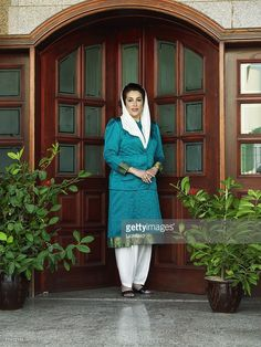 former-pakistani-prime-minister-and-opposition-leader-benazir-bhutto-picture-id77412114 (768×1024)