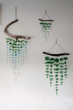Sea glass and driftwood mobile - GardenWeb / wall decor Driftwood Mobile, Driftwood Crafts, Driftwood Ideas, Beach Crafts, Diy And Crafts, Arts And Crafts, Paper Crafts, Sea Glass Crafts, Sea Glass Art