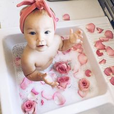 and baby bath Bath baby pictures mom 24 ideas for 2019 Bath baby pictures mom 24 ideas for 2019 Milk Bath Photography, Baby Girl Photography, Children Photography, Photography Ideas Kids, Indoor Photography, Funny Photography, Photography Studios, Digital Photography, Photography Poses