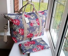 Cath Kidston Foldaway Holiday Bag Antique Rose - for sale Cath Kidston Vintage, Cath Kidston X Disney, Cath Kidston Wallet, Cath Kidston Bags, Holiday Bags, Rose Brand, Carry All Bag, Purse Brands, Large Purses