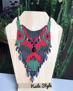 Naile AKÜZÜM work Cómo hacer un collar tejido Kilim - Nazo Kurs Fiber Art Jewelry, Textile Jewelry, Fabric Jewelry, Jewelry Art, Jewelry Design, Jewellery, Weaving Designs, Soutache Jewelry, Henna