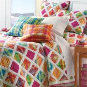 Key Largo Quilt, I really like this one Easy Quilts, Linen Bedding, Bed Linens, Guest Bedrooms, Beautiful Bedrooms, Bed Covers, Bed Spreads, Home Crafts, Decorative Pillows