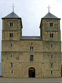 Sint-Amelbergabasiliek Susteren met dubbeltorenfront