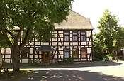 Der Bio-Hof in Wehrheim im ehemaligen Kurtrierischen Amtshof mit dem über 400 Jahre alten Bauernhaus.