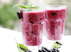 Soothe your belly and lose inches from your waist with these calming smoothies that fight bloating.