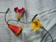 Blüten für Lichterketten aus Eierkartons