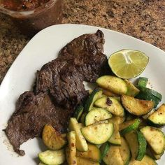 Carne Arrachera skirt steak with Calvasitas zucchini and Salsa De Morcajete . For see more of fitness life images visit us on our website ! Low Carb Menu, Low Carb Diet, Keto Foods, 7 Keto, Keto Flu, Paleo Diet, Lchf, Diet Recipes, Healthy Recipes