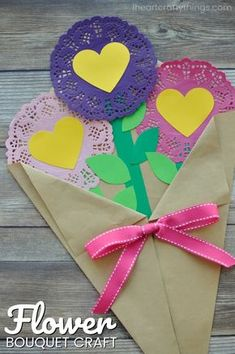 This gorgeous Valentine\'s Day paper flowers craft works perfectly as a stand alone Valentine\'s Day craft or you can add Valentine Crafts For Kids, Valentines Day Activities, Mothers Day Crafts, Fun Crafts For Kids, Valentines Diy, Preschool Crafts, Holiday Crafts, Printable Valentine, Valentine Wreath