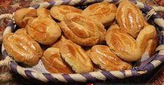 Εξαιρετική συνταγή για Κουλουράκια βανίλιας με γιαούρτι. Η συνταγή είναι της φαρίνα γίωτης. Την έκανα πρώτη φορά σήμερα, είναι νόστιμα κουλουράκια περιμένω εντυπώσεις. Greek Sweets, Greek Desserts, Greek Recipes, Greek Cake, Eat Greek, Sweets Recipes, Candy Recipes, Cooking Recipes, Greek Cookies