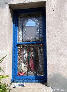 lovely shrine in a window.  how cool is this?  making art for everyone ELSE to see.