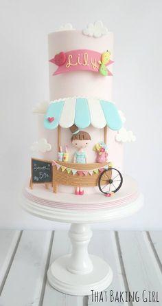 The t-shirt girl cake!