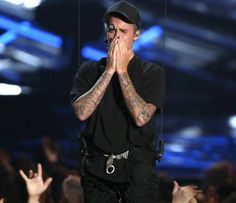 Emotionaler Moment bei den MTV Video Music Awards 2015: Justin Bieber läuft auf einmal rot an ...
